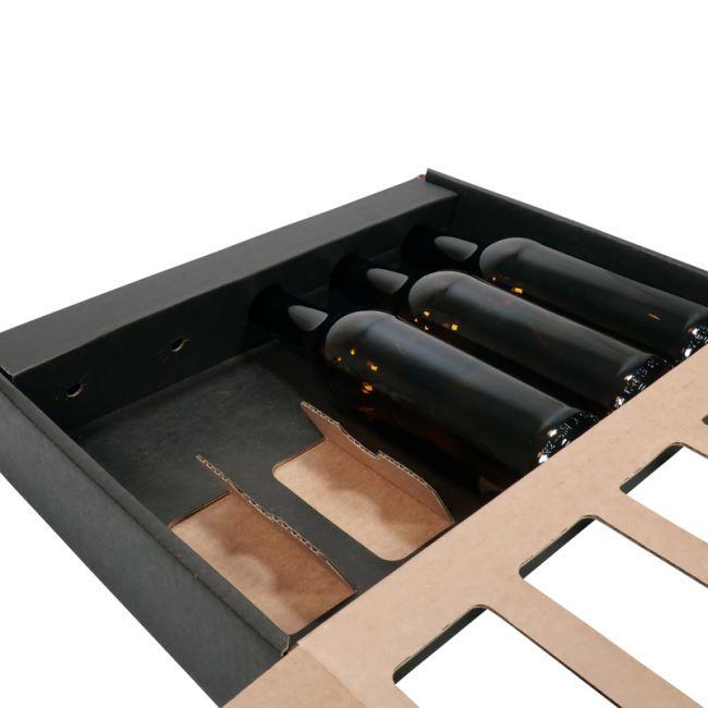 Mustasta pahvista valmistettu lahjapakkaus olutpulloille