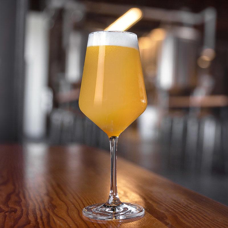 New England IPA NEIPA olut lasissa